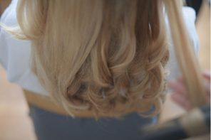 Un coiffeur à domicile avec the Reporthair